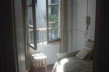 Bed & Breakfast Place des Vosges 3