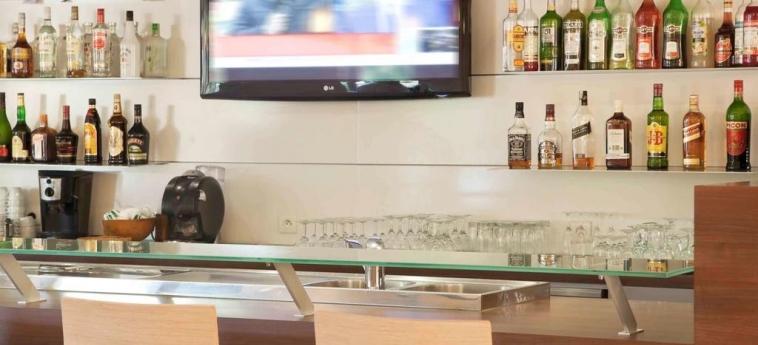 Hotel Ibis Abidjan Marcory: Indoor Bar ABIDJAN