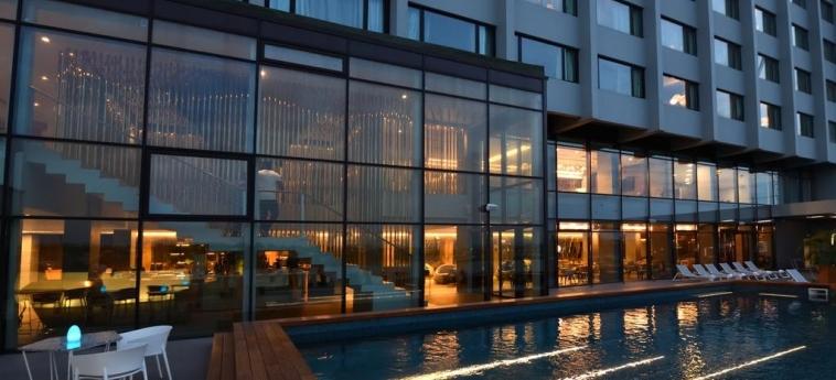 Hotel Pullman Abidjan: Pool ABIDJAN