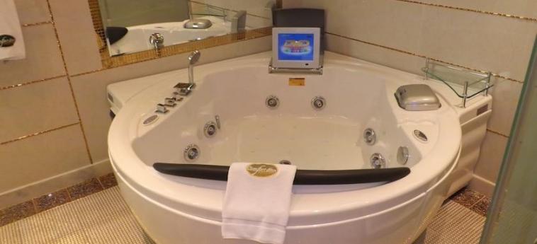 Ag Hotel: Jacuzzi ABU DHABI