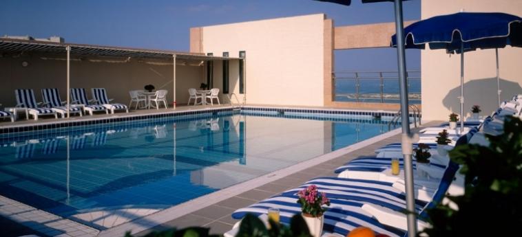 Hotel Sheraton Khalidiya: Outdoor Swimmingpool ABU DHABI