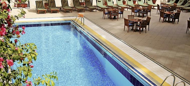 Novel Hotel City Center: Piscina ABU DHABI