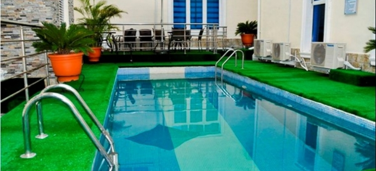Hotel Caledonian Suites: Außenschwimmbad ABUJA