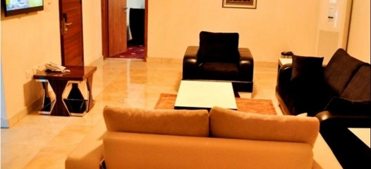 Hotel Caledonian Suites: Wohnzimmer ABUJA