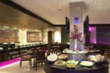 Hotel Four Points By Sheraton Ahmedabad: Restaurant AHMEDABAD