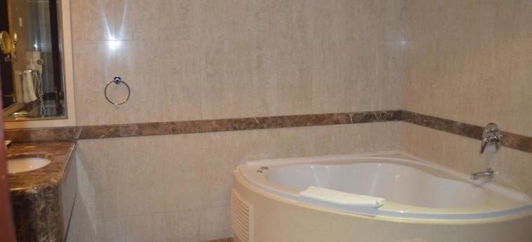Hotel Coral Plaza Al Ahsa: Deep Soaking Bathtub AL HOFUF