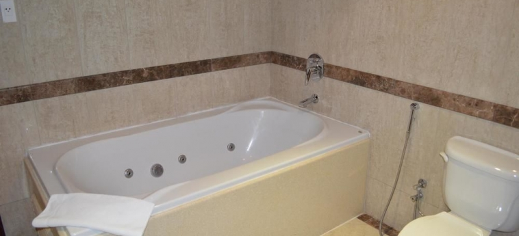 Hotel Coral Plaza Al Ahsa: Jetted Tub AL HOFUF