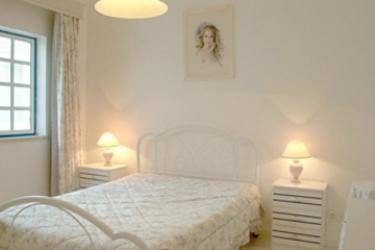Hotel Apartamentos Sereia Da Oura: Bedroom ALBUFEIRA - ALGARVE