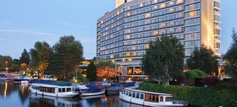 Hotel Hilton Amsterdam: Außen AMSTERDAM
