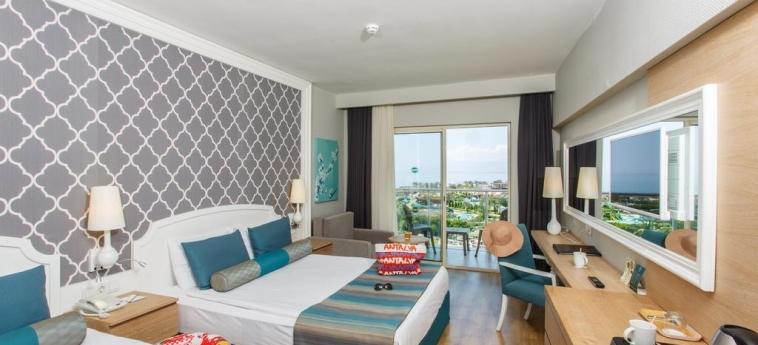 Hotel Sherwood Exclusive Lara: Chambre Triple ANTALYA