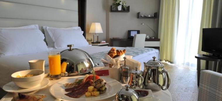 Hotel Ramada Plaza By Wyndham Antalya: Amenidad en la Habitaciòn  ANTALYA