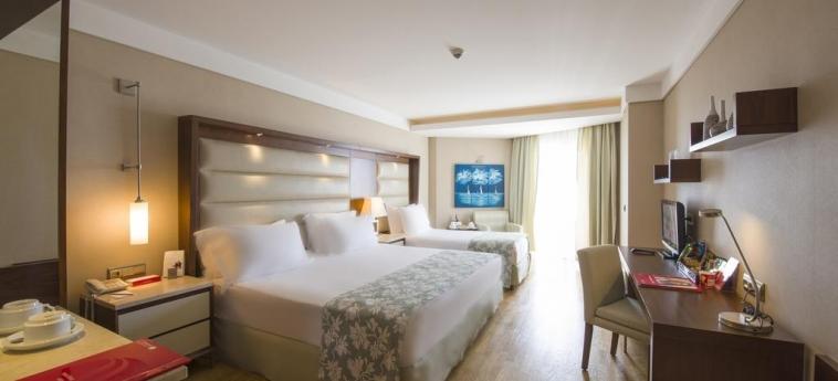 Hotel Ramada Plaza By Wyndham Antalya: Dreibettzimmer ANTALYA