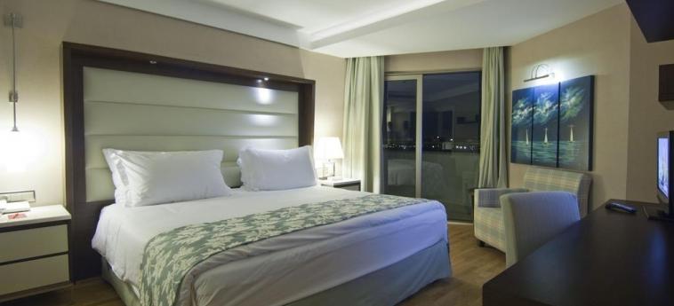 Hotel Ramada Plaza By Wyndham Antalya: Schlafzimmer ANTALYA