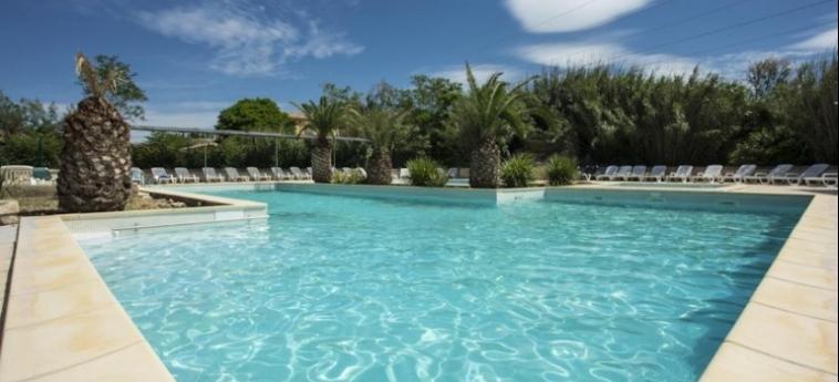 Hotel Club Residence Les Amandiers: Swimming Pool ARLES