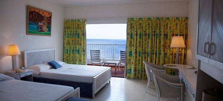 Hotel Grand View Beach: Bar ARNOS VALE