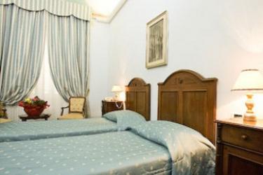 Hotel Dei Priori: Chambre jumeau ASSISE - PERUGIA
