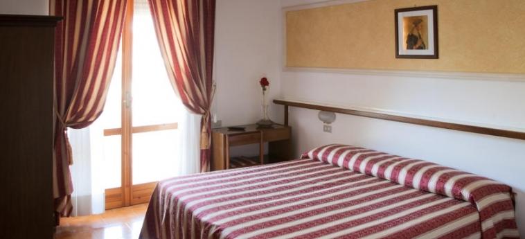 Hotel Vignola: Chambre Double ASSISE - PERUGIA