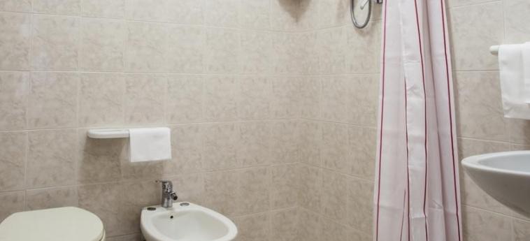 Hotel Vignola: Salle de Bains ASSISE - PERUGIA