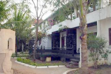 Hotel Thazin Garden: Exterior BAGAN