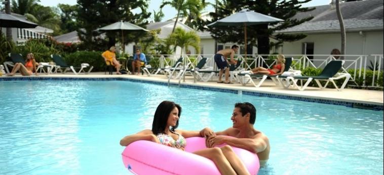 Hotel Bay View Suites Paradise Island: Swimming Pool BAHAMAS