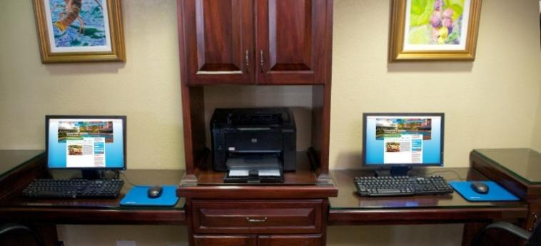 Hotel Comfort Suites Paradise Island: Internet Point BAHAMAS
