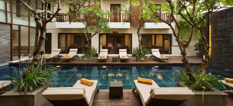 Sense Hotel Seminyak: Outdoor Swimmingpool BALI