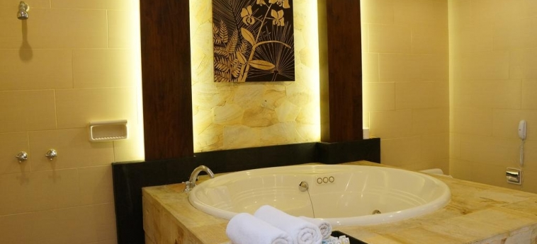 Pelangi Bali Hotel & Spa: Jetted Tub BALI