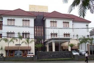 Hotel New Sanyrosa: Esterno BANDUNG