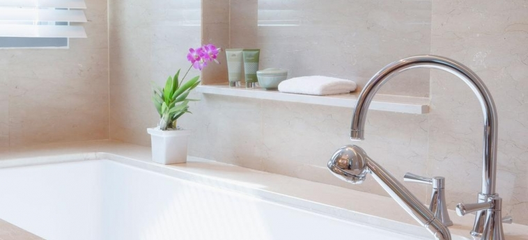 Hotel Oriental Residence Bangkok: Bathroom BANGKOK