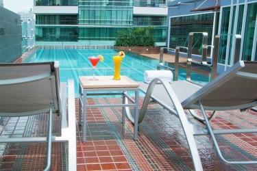 Amora Neoluxe Hotel: Außenschwimmbad BANGKOK
