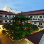 Hotel Rambuttri Village Inn & Plaza