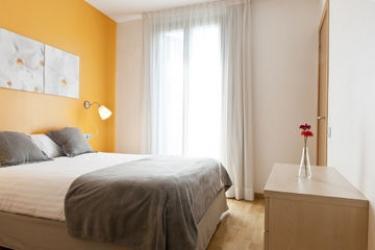Mh Apartments S. Familia: Living Room BARCELONA