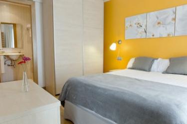 Mh Apartments S. Familia: Lobby BARCELONA