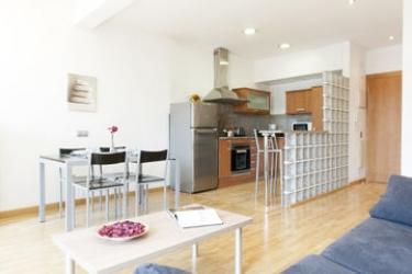 Mh Apartments S. Familia: Salon BARCELONA