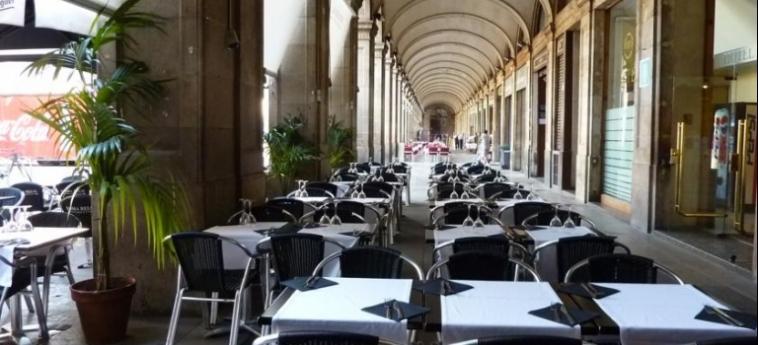 Hotel Roma Reial: Restaurant Exterior BARCELONE