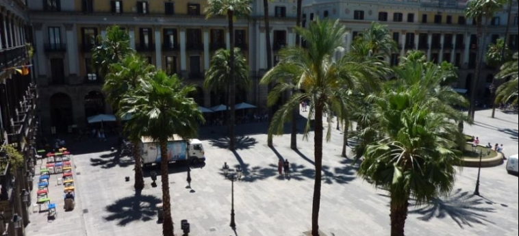 Hotel Roma Reial: Vue BARCELONE