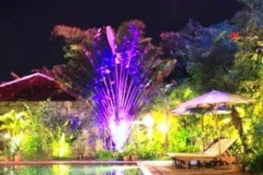 Hotel Phka Villa: Piscina Esterna BATTAMBANG