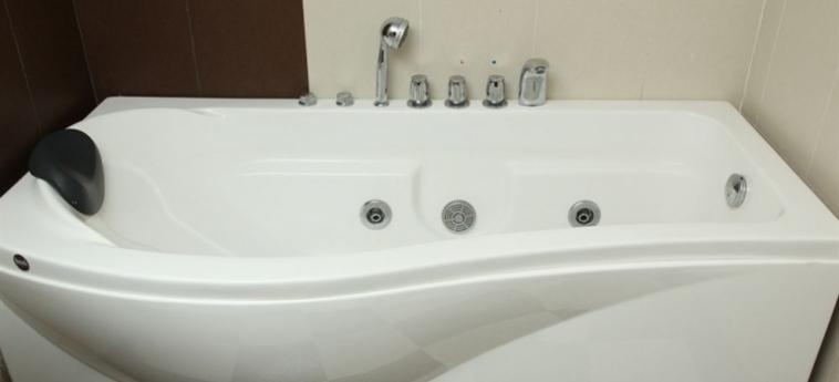 King Fy Hotel: Two-room Apartment BATTAMBANG
