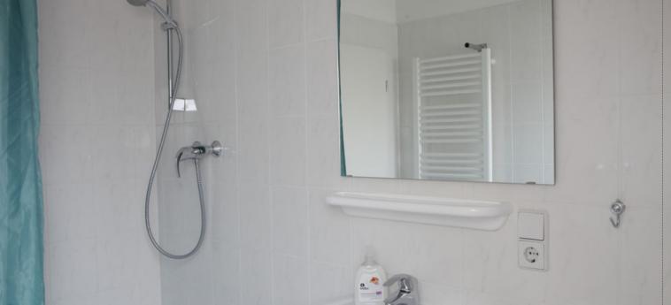 Acama Schoneberg – Hotel+Hostel: Badezimmer BERLIN