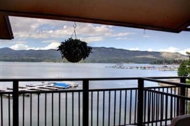 Hotel Marina Resort: Cheminée BIG BEAR LAKE (CA)