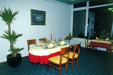 Hotel Kompas: Restaurante BLED