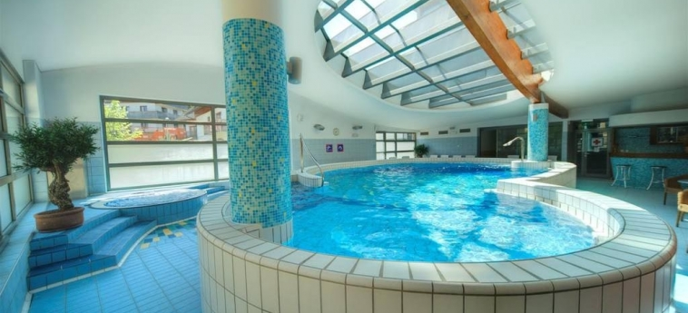 Best Western Premier Hotel Lovec: Piscine chauffée BLED