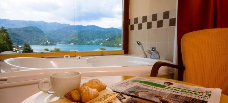 Best Western Premier Hotel Lovec: Vue de l'Hotel BLED