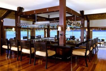 Hotel The St. Regis Bora Bora Resort: Lounge Bar BORA BORA