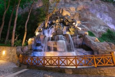 Hotel Crowne Plaza Borjomi: Fontana BORJOMI