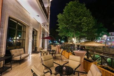 Hotel Crowne Plaza Borjomi: Terrazza/patio BORJOMI