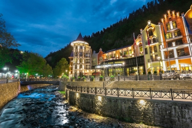 Hotel Crowne Plaza Borjomi: Terreno della proprietà BORJOMI