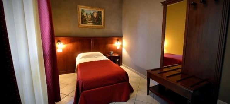 Hotel Oasis: Corridoio BRA - CUNEO