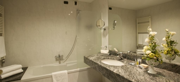 Hotel Cavalieri: Bagno BRA - CUNEO