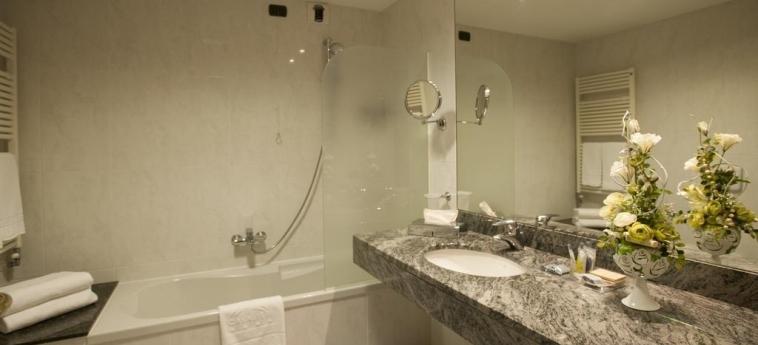 Hotel Cavalieri: Bathroom BRA - CUNEO